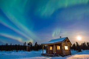 alaska-cabin-northern-lights